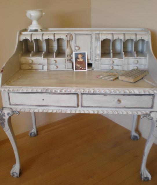 Writing-desk-bedroom-1